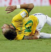 巴西2比1哥伦比亚时隔12年进4强 内马尔骨裂J罗洒泪
