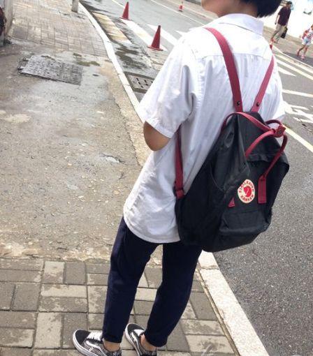 """女中学生私改校服 年级主任当众""""撕裤"""""""