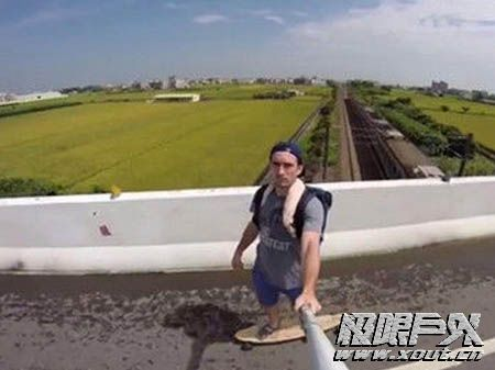 美国男子踩滑板452公里环台湾
