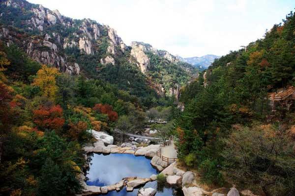 感受崂山层林尽染之美——崂山旅游全攻略
