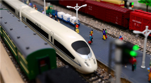 机车达人造迷你火车帝国 阁楼里建火车站