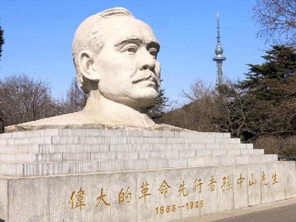 中山公园的孙中山雕像