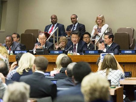 习近平出席全球妇女峰会