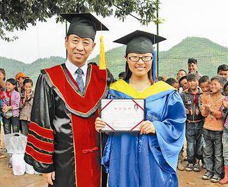 支教女孩的毕业典礼