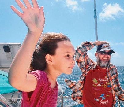 女孩随父母驾帆船航游世界8年10岁才上学(图)