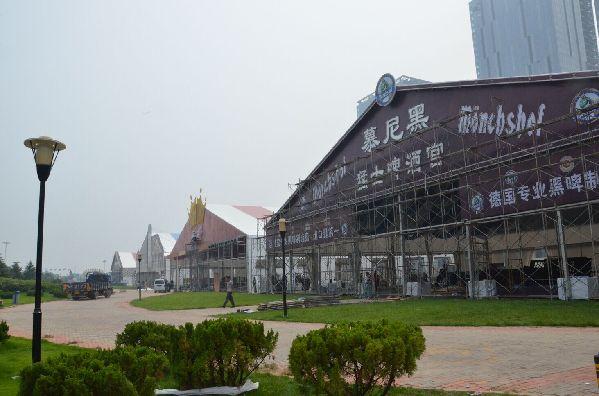 卡力特大篷采用清新的欧式田园装修风格,门头由参与过青岛天幕城设计