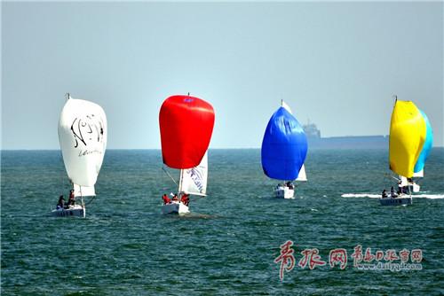 青岛国际帆船赛激战