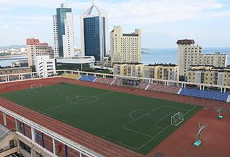 学校操场建高楼上 可打球+看海
