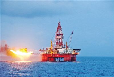 """""""海洋石油981""""在南海 探出首个深水高产大气田"""