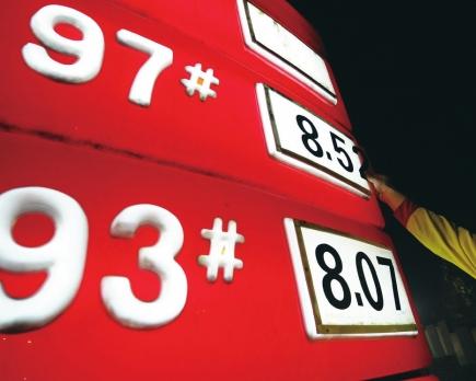 油價或九連跌 多地出租車燃油附加費望調整