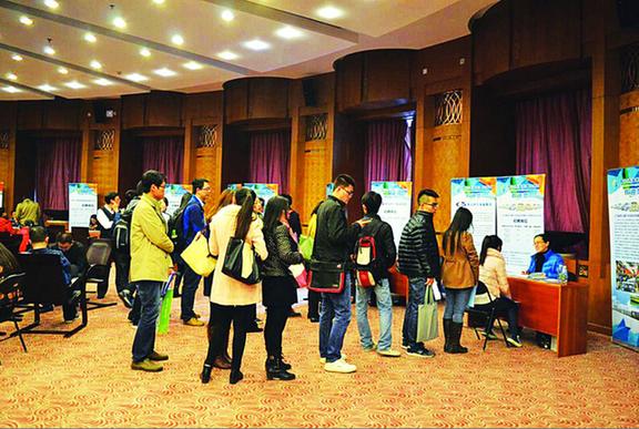 青岛西海岸新区走进清华大学 现场500人签订就业意向
