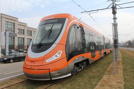 青岛有轨电车正式上轨