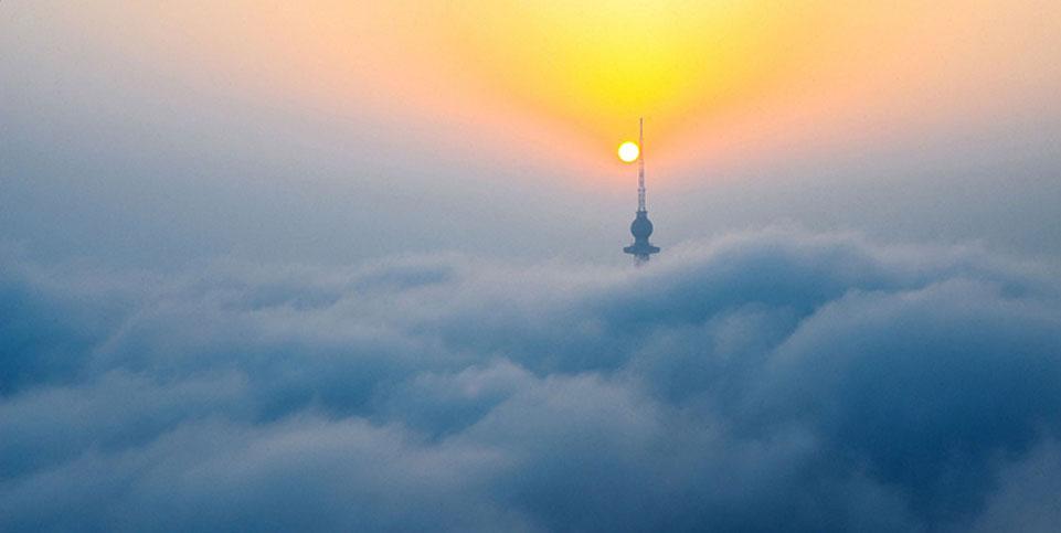 平流雾再次席卷青岛 全城陷入飘渺流云仙境