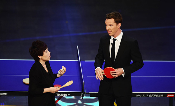 卷福遭邓亚萍饭铲狂虐 生吞乒乓球引爆现场