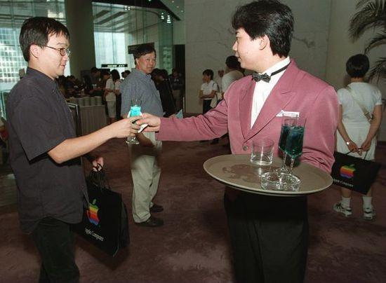 调查称香港服务业员工态度不佳(图片来源:南华早报)