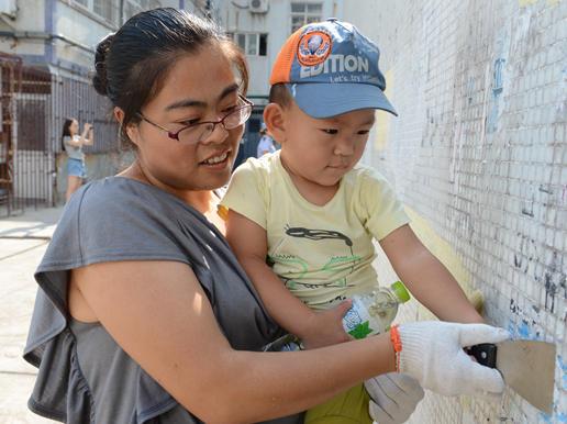 视频:线下活动——两岁志愿者为城市美容