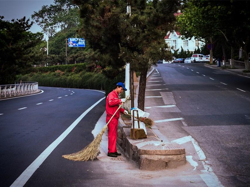 市爱卫办开展中秋国庆节卫生大扫除活动