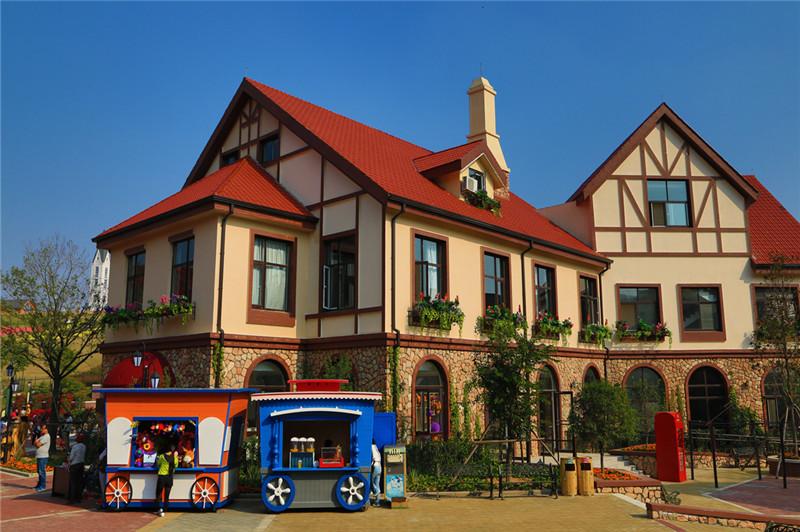 图片主要表现了蓝莓小镇的独特建筑风格和宛如迷人的异国风情。