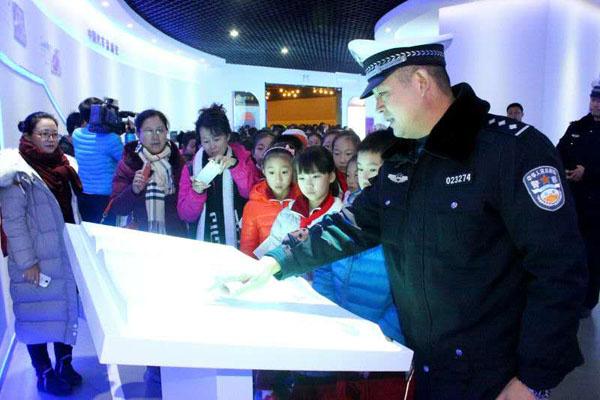 青岛首家交通安全体验馆平度蓝树谷启用