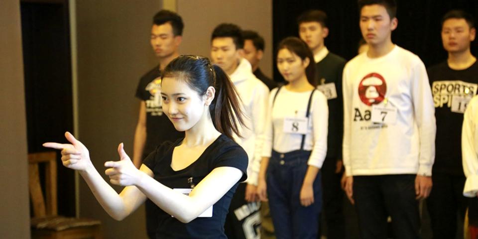 高颜值袭来!探北京电影学院表演专业复试考场