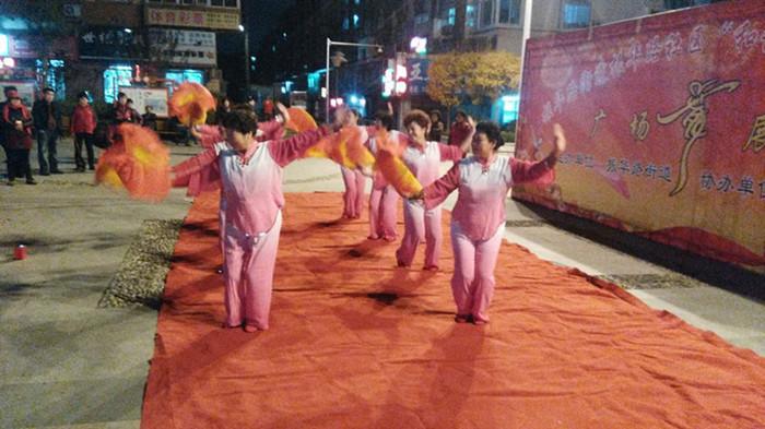 振华路社区举办广场舞展演 9支代表队参加
