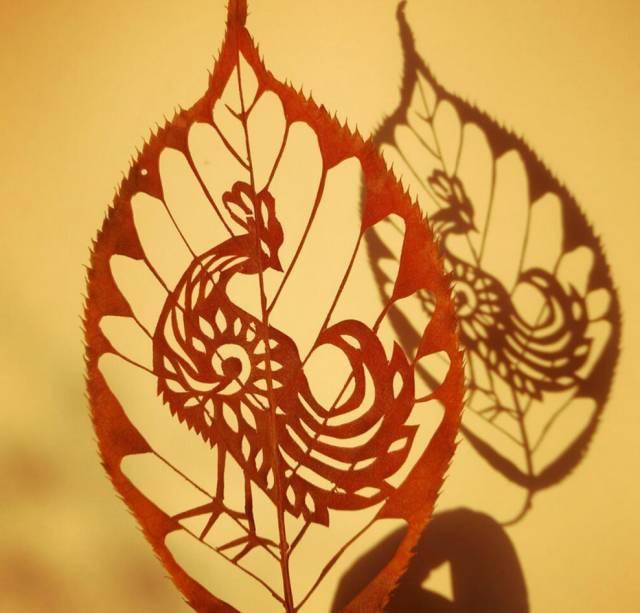 太美啦!这个青岛小嫚剪纸剪到了树叶上图片