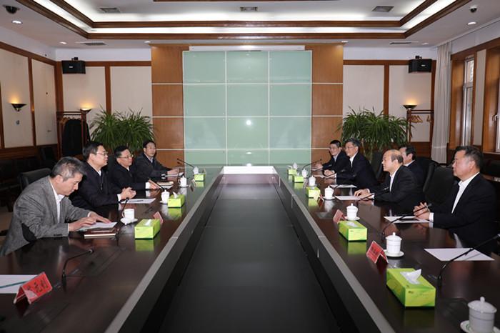 王波会见青岛农商银行董事长刘仲生
