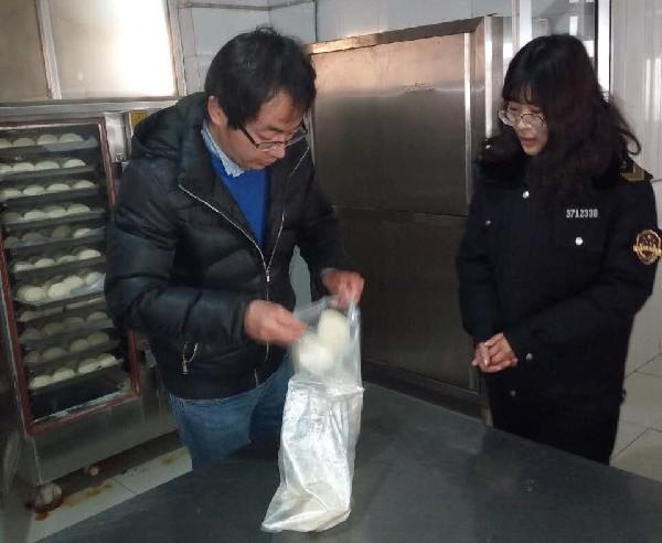 崔家集镇:食品安全   全面开展学校食堂抽检工作