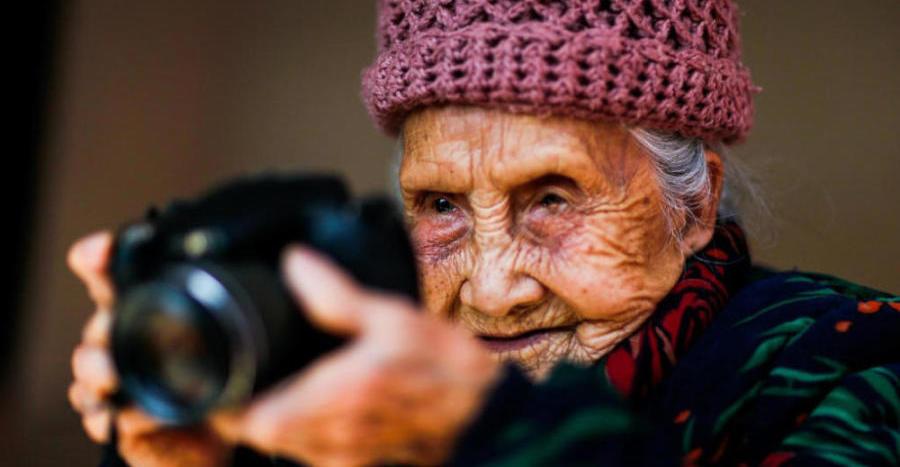百岁老人41岁开始学摄影 坚持了64年