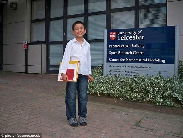 """英大学最年轻教师仅14岁 被称""""人类计算机"""""""