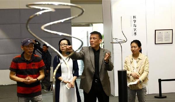 李政道科学与艺术讲座基金作品展在沪举行