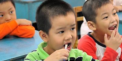调查显示:广东四成12岁龄童至少一颗龋齿