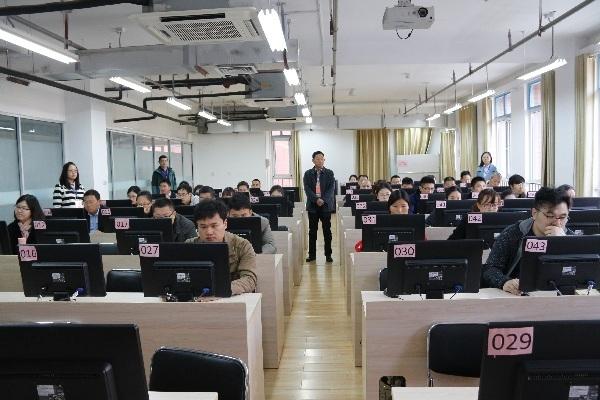 区法制办组织本年度新增行政执法人员网上考试