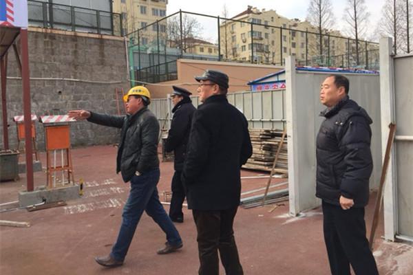 浮山新区街道开展工地安全检查行动