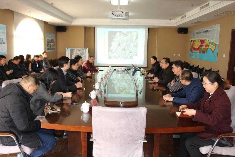 青岛中央商务区管委会全体工作人员到滨海新区管委会进行参观学习