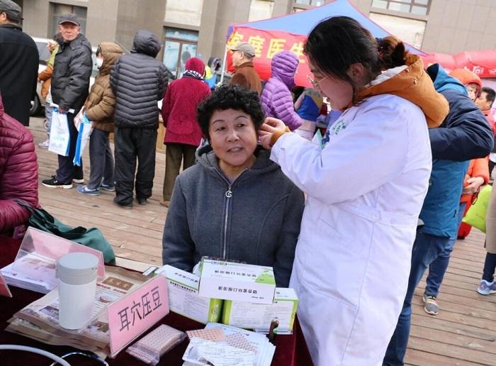 沧口街道社区卫生服务中心开展大型义诊活动