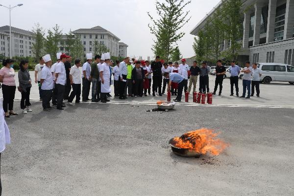 市机关事务管理局组织机关食堂燃气安全应急演练