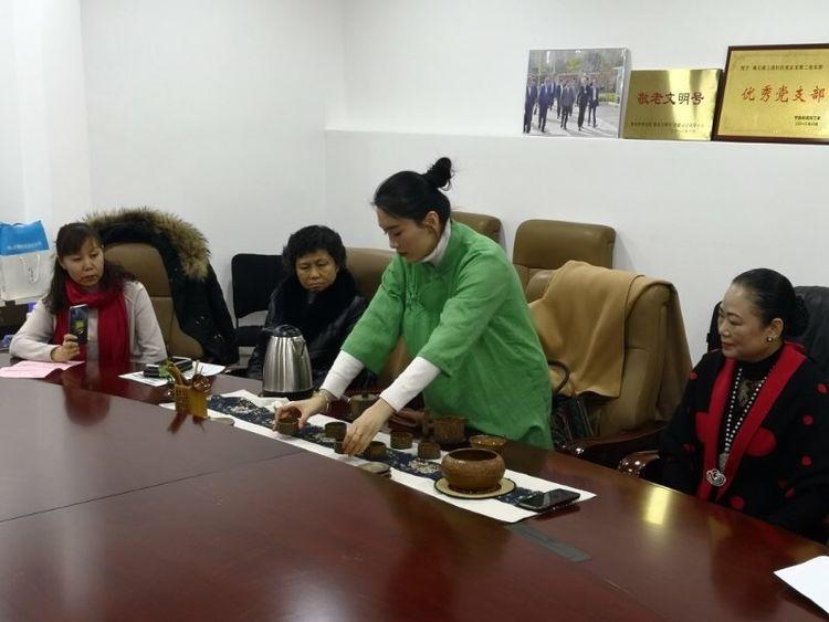 国家二级评茶师到世园街道南王社区进行茶艺授课