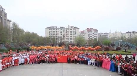 300人歌聲獻禮祖國,洛陽路街道舉辦致敬祖國快閃活動