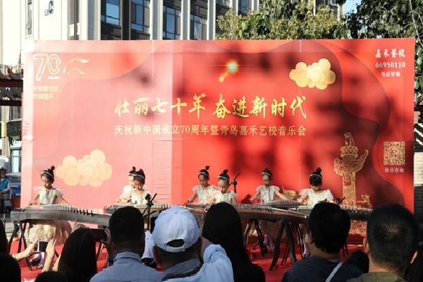 平安路社区联合共建单位举办音乐会庆祝新中国成立70周年