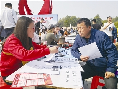 """李滄區""""金秋送崗""""暨政策宣傳招聘會舉辦"""