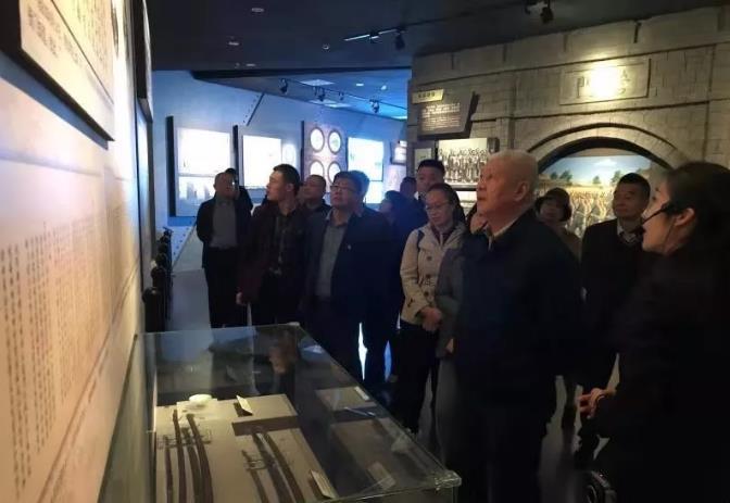 四方街道下四方社區與共建單位參觀青島一戰遺址博物館