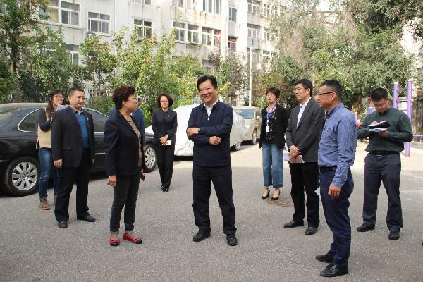 郑德雁10月18日走访调研四方街道部分社区