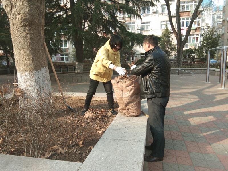 八大湖街道開展樓院衛生集中清理整治活動