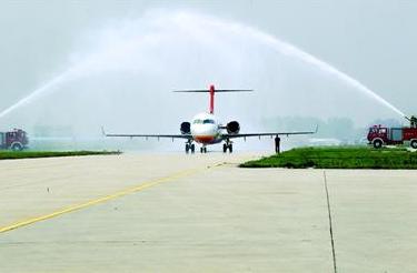 国产喷气客机首次飞越国门