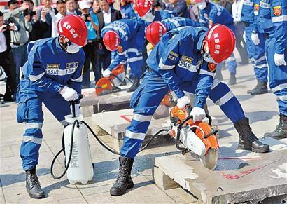 青岛地震灾害紧急救援队首次亮相
