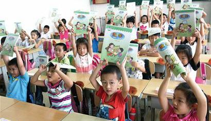 早教班增多 一年级新生能读报纸不鲜见
