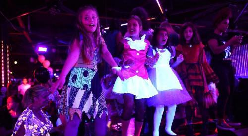 纽约儿童夜店:DJ仅8岁舞池彻夜疯狂