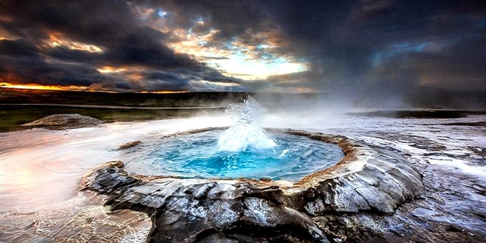 星际穿越?!实拍真实地球美景冰岛上的间歇泉