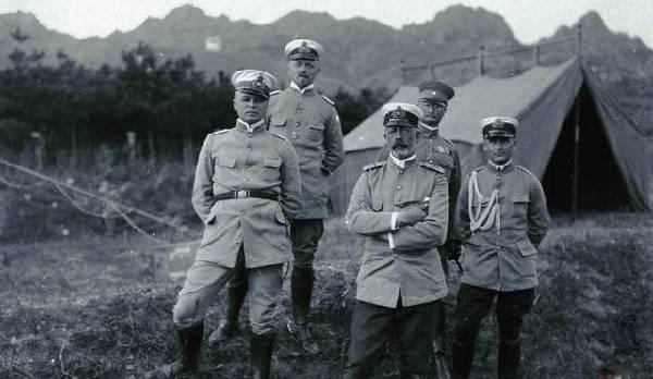 德占青岛时期老照片:亨利王子与德国军官